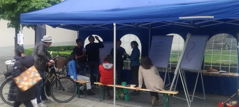 Demokratie-Repaircafe im öffentlichen Raum
